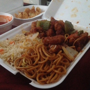 The House Special Chicken accompanied by the Crab Rangoon.<br />Photo Credit: RJ Reyes