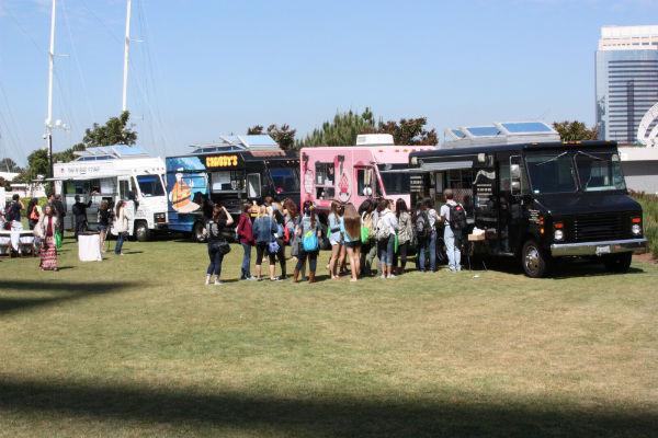 Line outside of Delicioso food truck